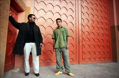 Yassine Belassal (à droite) à la sortie de la prison de Boulmehraz, ce mercredi 29 octobre