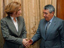 Tzipi Livni serrant la main au ministre des affaires étrangères d'un pays ami