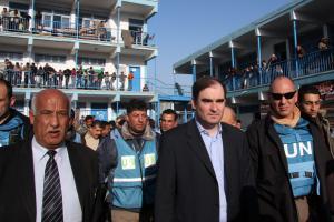 John Ging de l'UNRWA visite l'école où quarante civils sont morts sous les bombes israëliennes