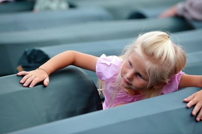 Srebrenica Genocide Victims Bosnian Muslim Girl Among Coffins