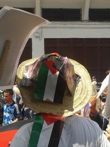 Quand le soleil tape les chapeaux en paille à la mode du nord sont pratiques.