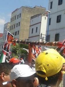 Une roquette en carton symbolisant la résistance palestinienne.